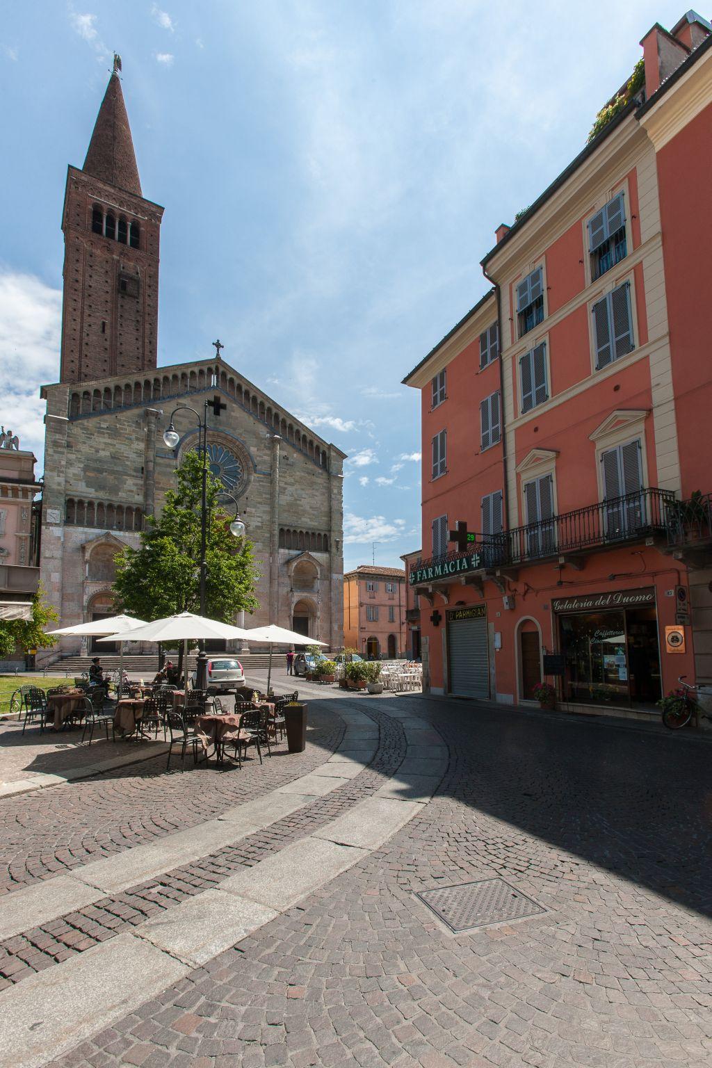Piazza Duomo, Piacenza. PHTagini